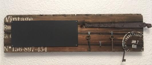Nr. 411 Schlüsselbrett mit Kalkboard 25 x 88 x 32 cm 78.- (2)