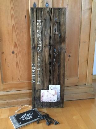 K30 - 982 Altes Schlüssel-Board 30 x 88 cm 125.-